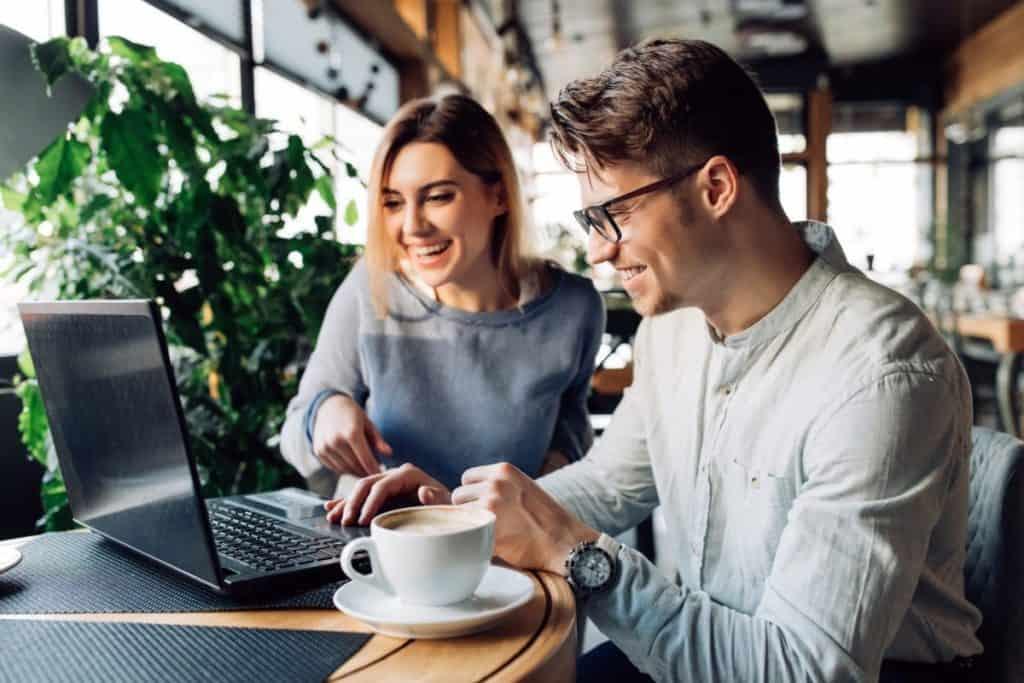 8 Ways Bloggers Make Money